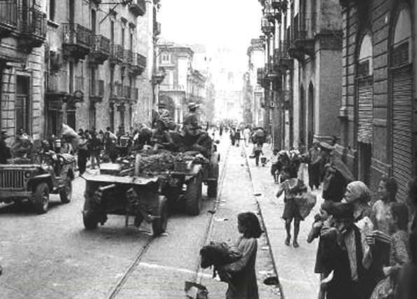 Truppe alleate entrano a Catania.