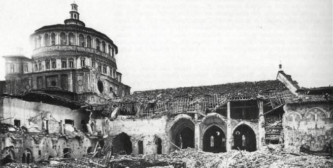 S. Maria delle Grazie dopo i bombardamenti su Milano.