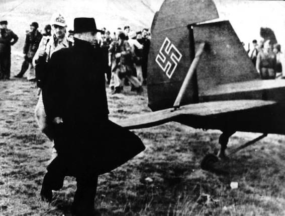 Mussolini fugge dal Gran Sasso imbarcandosi su un aereo tedesco.