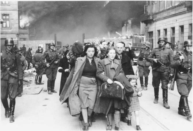 Il rastrellamento nel ghetto ebraico di Roma.
