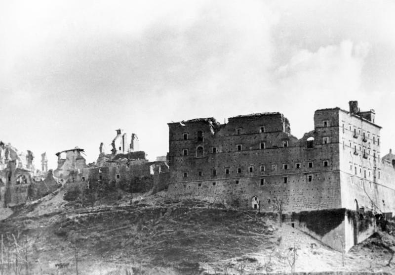 L'abbazia di Montecassino dopo i bombardamenti.