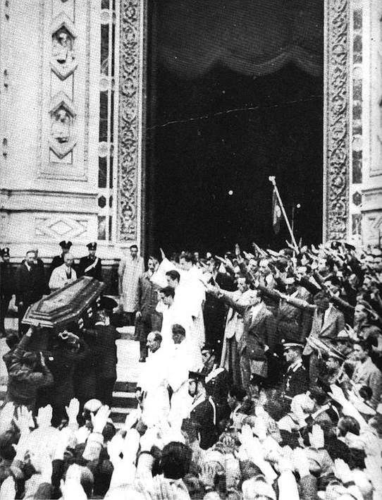 I funerali di Gentile a S. Croce in Firenze.