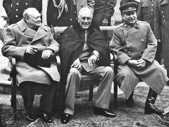 Churchill, Roosvelt e Stalin a Yalta.