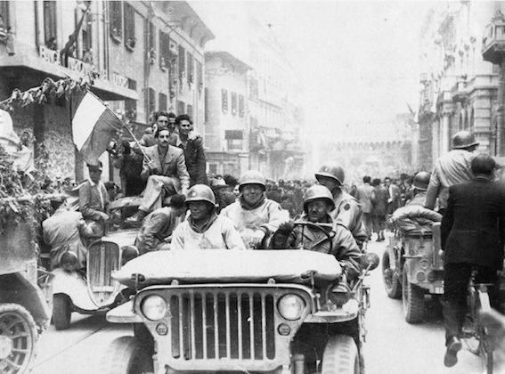 Gli alleati entrano in Bologna liberata.