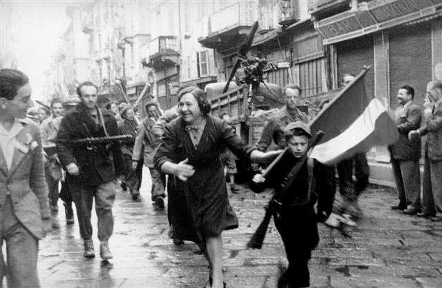Esultanza a Pavia per la liberazione.