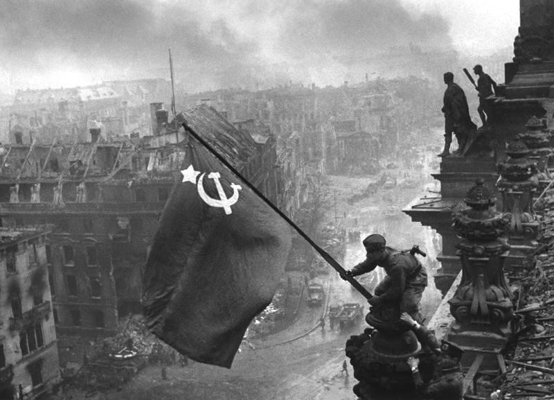 Berlino liberata dall'Armata Rossa.