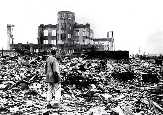 Hiroshima rasa al suolo dall'esplosione nucleare.