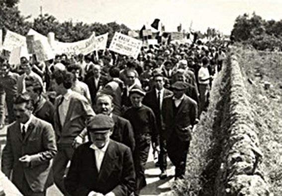 Manifestazione di braccianti in Puglia.