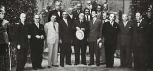 Foto di gruppo del II governo De Gasperi.