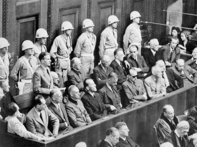 Gli imputati nazisti al processo di Norimberga.