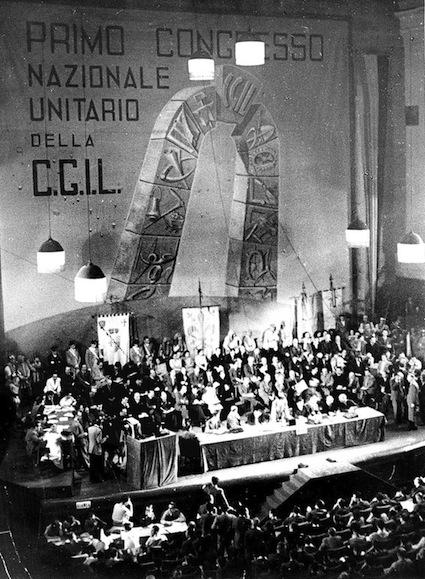 Il palco del I congresso della CGIL.