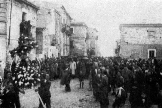 I funerali per le vittime di Lentella.