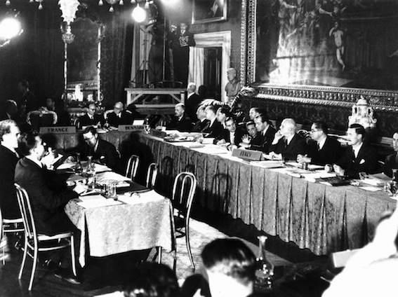 Il Consiglio d'Europa riunito a Roma per la firma della Convenzione sui diritti dell'uomo.