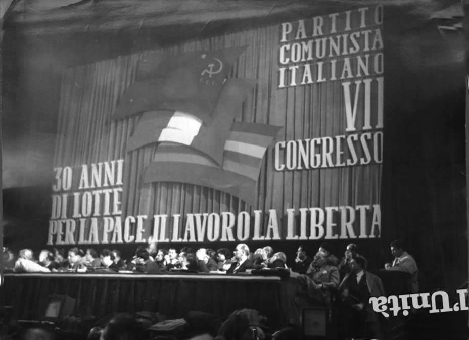 Il palco del VII congresso del PCI.