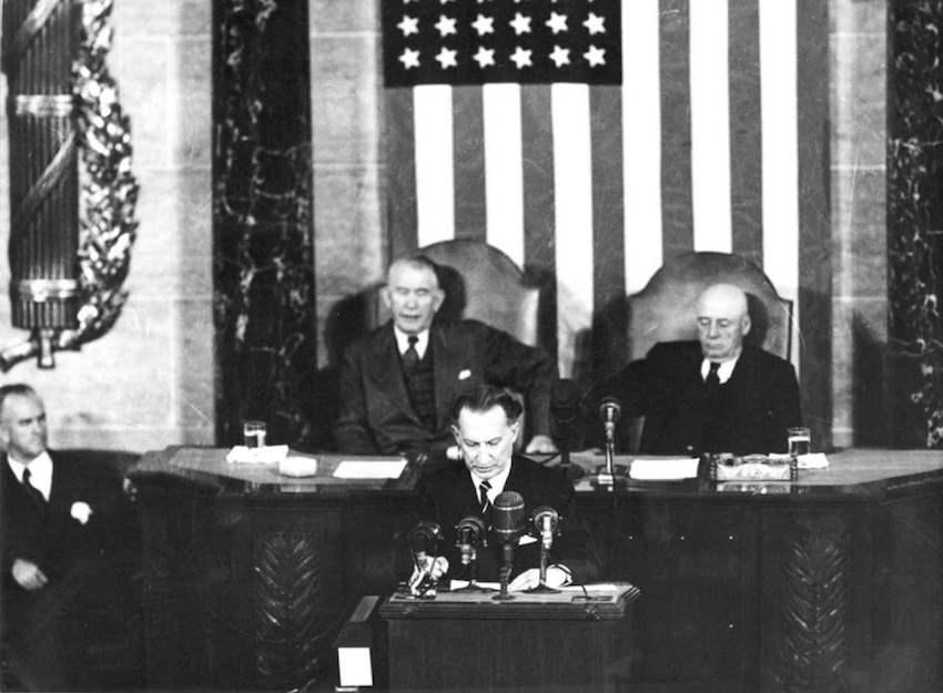 Alcide De Gasperi interviene al Congresso durante la visita in USA del 1951.