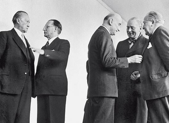 Capi di governo al Consiglio d'Europa (sono riconoscibili, da sinistra, Adenauer, De Gasperi e Schuman).
