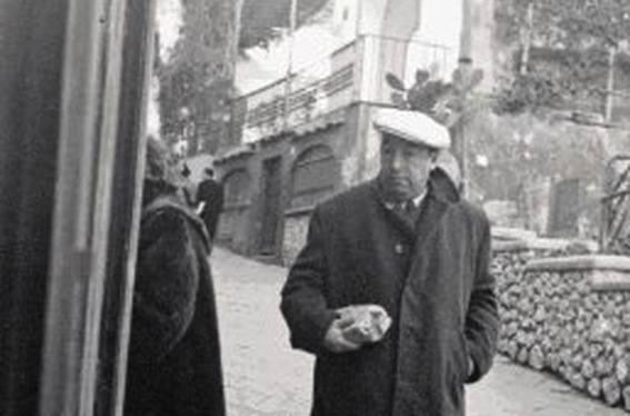 Pablo Neruda a Capri nel 1952. Il suo soggiorno in Italia ispirò il film «Il postino» del 1994 con Massimo Troisi.