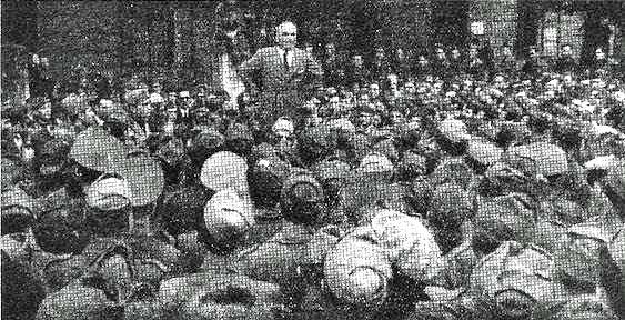 Il gen. Gastone Gambara nell'ottobre 1943 si rivolge alle camicie nere della Milizia Volontaria per la sicurezza nazionale (milizia con ruolo di polizia politica).