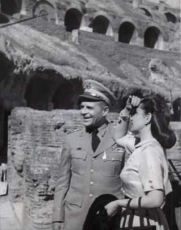 Il gen Matthew B. Ridgway al Colosseo 1952.