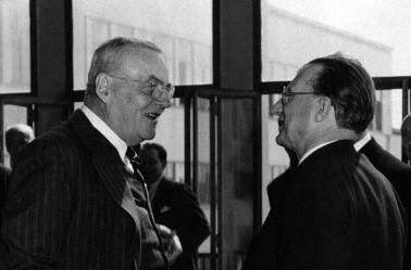 John Foster Dulles a colloquio con Alcide De Gasperi.