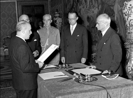 Giuramento dei ministri dell'VIII governo De Gasperi a cui il parlamento nega la fiducia il 28 luglio.