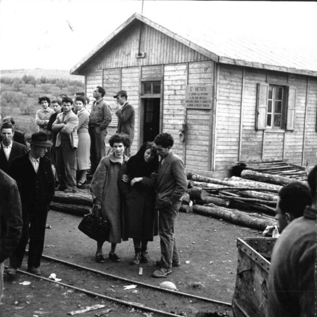 Familiari delle vittime nella miniera di Ribolla.
