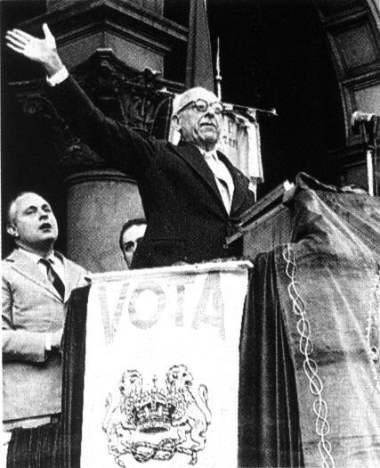Achille Lauro durante un comizio.