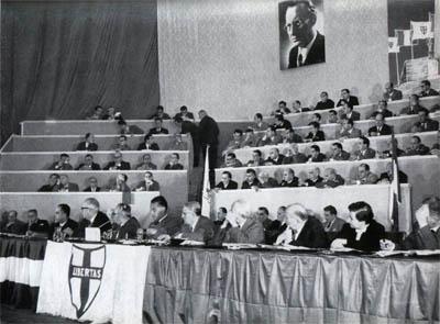Il tavolo di presidenza al VI congresso della DC.