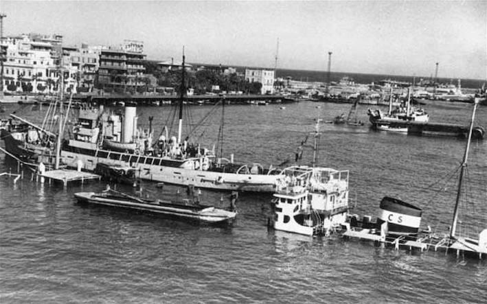 Navi affondate dall'Egitto per bloccare il canale di Suez.