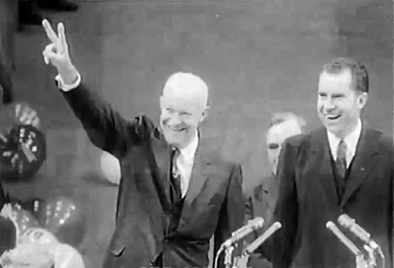 Eisenhower e il suo vice Nixon festeggiano la rielezione.