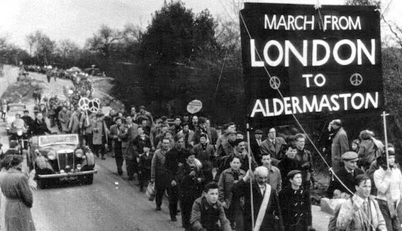 Una marcia pacifista organizzata dall'associazione fondata da Russel.