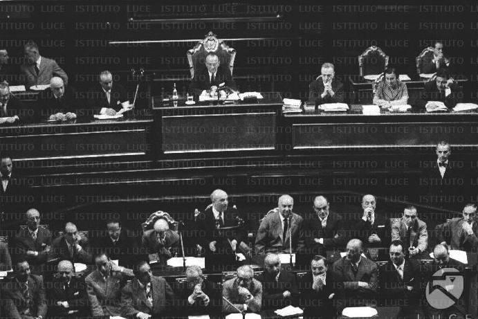 Fanfani interviene al Senato nel dibattito per la fiducia.