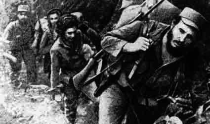 Castro con i suoi guerriglieri nella Sierra.