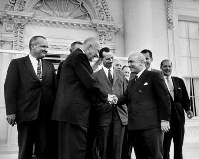 Fanfani in visita negli Usa incontra il Presidente Eisenhower.