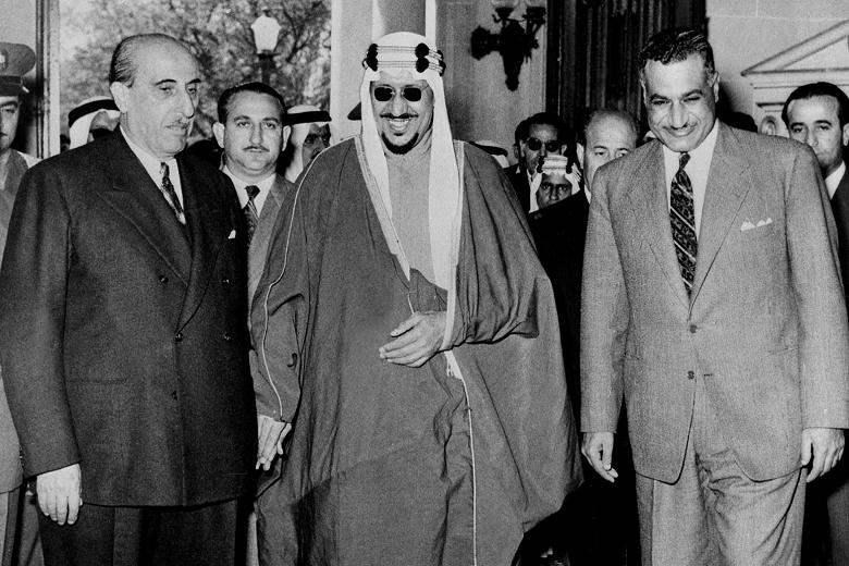Il Presidente egiziano Nasser con il re d'Arabia Feisal.
