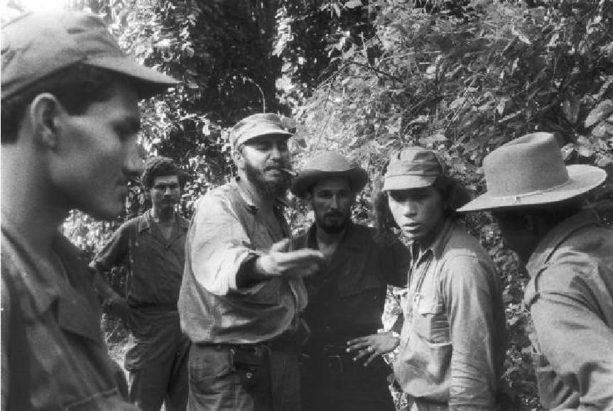 Castro nella Sierra Maestra con i suoi compagni.