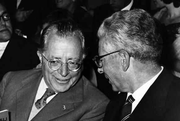 Togliatti con l'ambasciatore sovietico Kozirev.