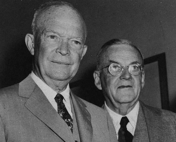 Il Presidente USA Eisenhower con il suo Segretario di Stato Foster Dulles.