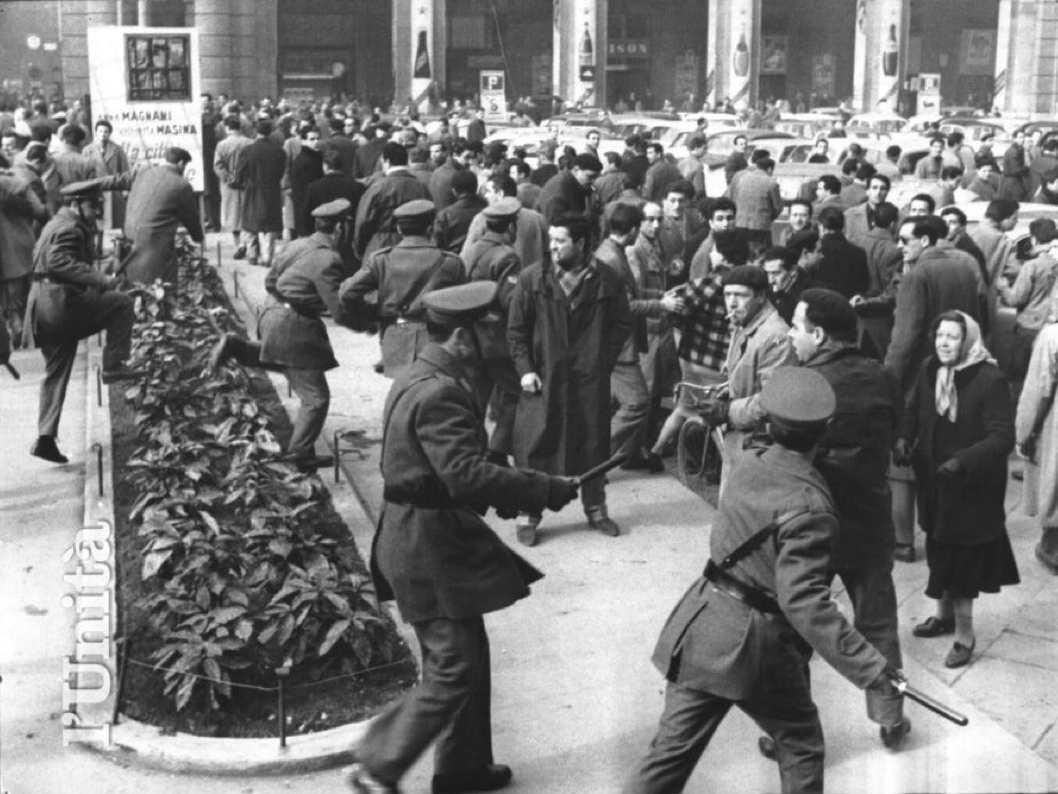 La polizia carica i manifestanti per la Galileo.