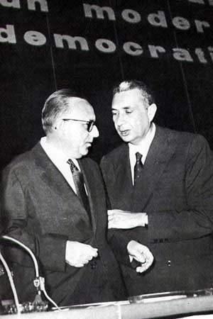 """Aldo Moro e Mariano Rumor due protagonisti della corrente dei """"dorotei""""."""