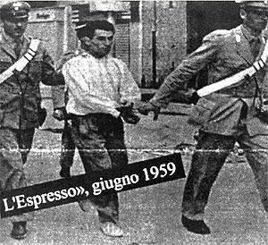 Un arrestato durante gli scontri di Marigliano.