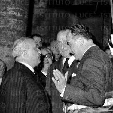 Urbano Cioccetti (a destra) con Amintore Fanfani.