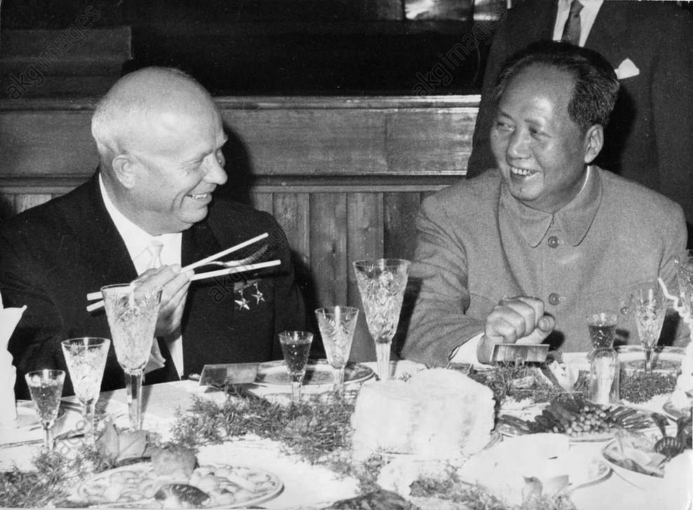 Krusciov con Mao Tse-dun nel 1959.