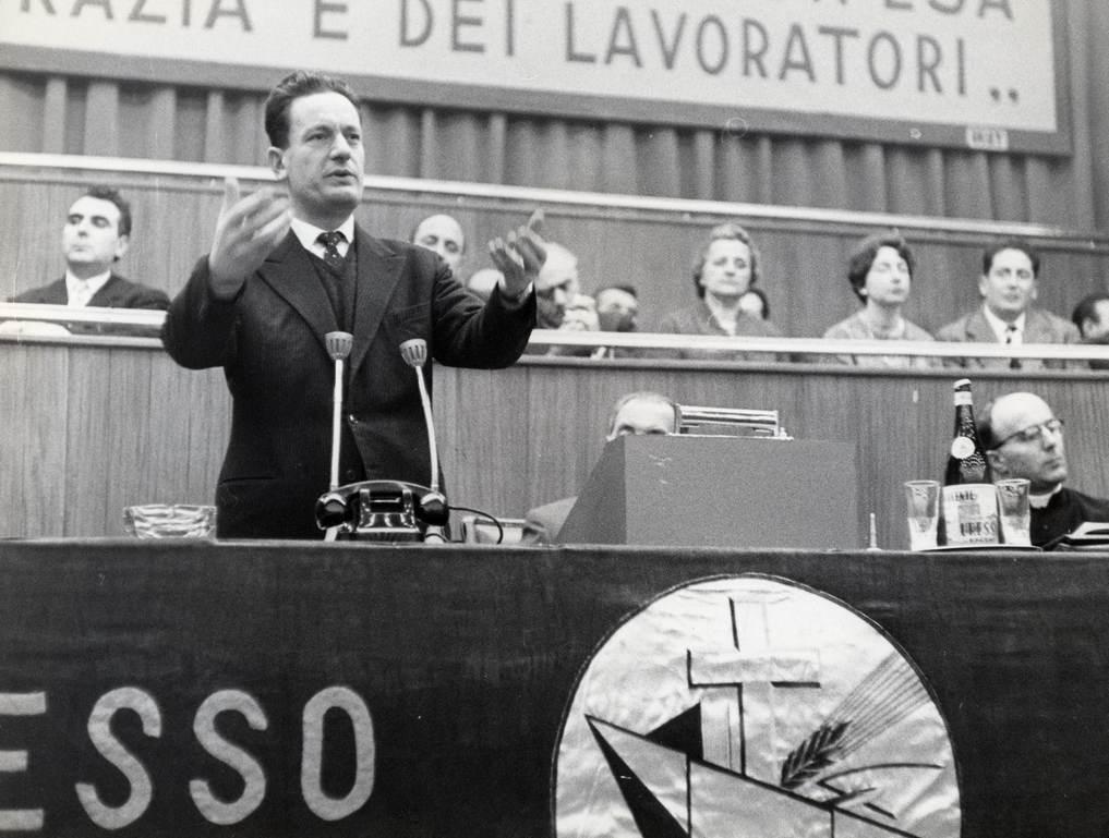 Benigno Zaccagnini interviene al congresso delle ACLI.