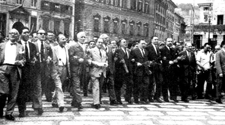 La testa del corteo dei centomila a Genova.
