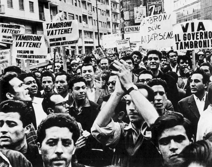 Manifestazione antifascista per la caduta del governo Tambroni.