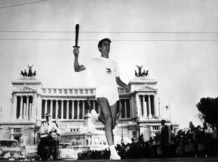 La fiaccola olimpica arriva a Roma.