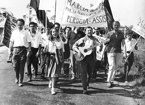 La prima marcia della pace nel 1961.
