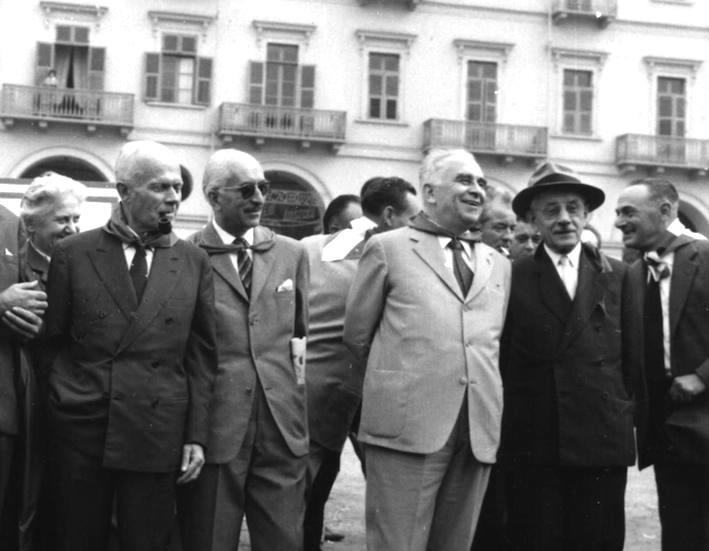 I capi partigiani (da sinistra) Pertini, Stucchi, Longo, Parri e Mattei durante il raduno di Torino del 1/10/61.