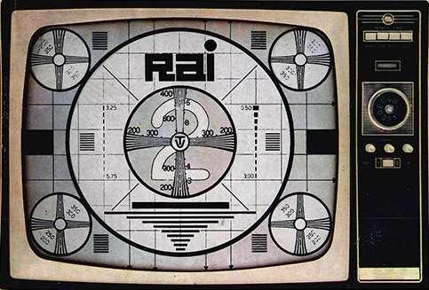 Il monoscopio dei Rai 2 appare sul teleschermo.